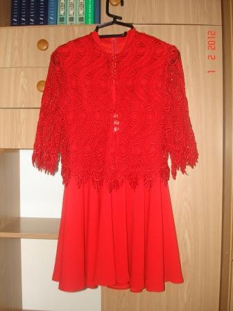 44-46, 300 руб. 2. Красное платье с гипюровой накидкой - рр.  40-42, подол - солнце, к нему есть пышный подъюбник.