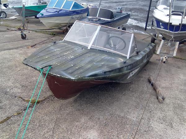 """Продается лодка  """"Казанка """" - усиленный транец (иностр. мотор), мягкий салон.  Мотор вихрь 30 электрон."""