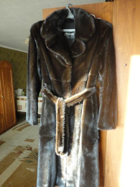 Продаю новую норковую шубу черного цвета,одевала 2 раза,стала мала,размер 48-50