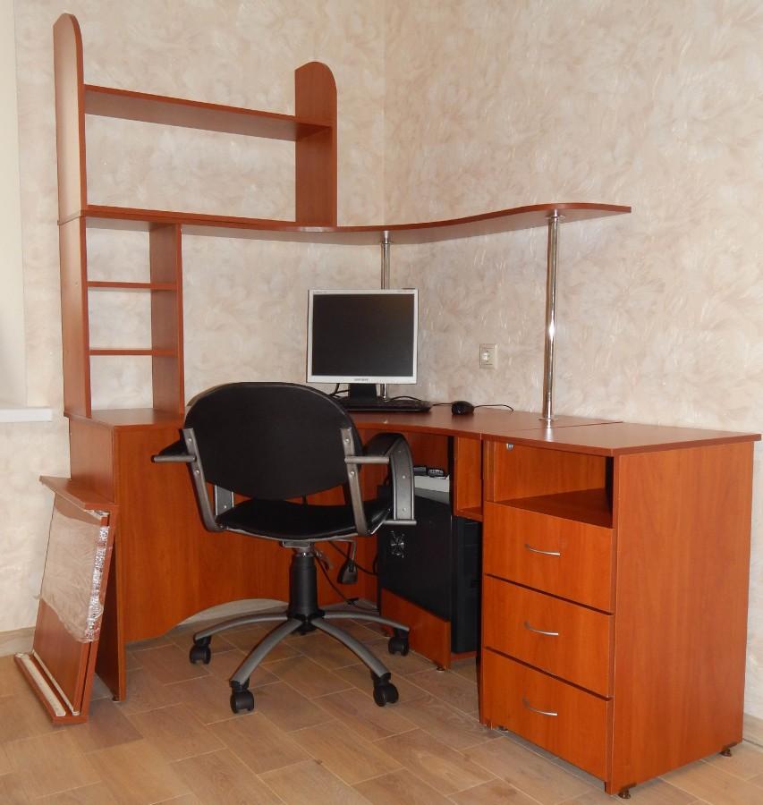 Компьютерный стол угловой с креслом. - Чебоксары.