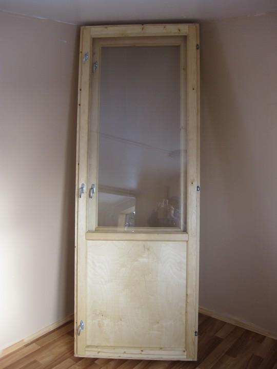 Куплю стандартную деревянную балконную дверь.