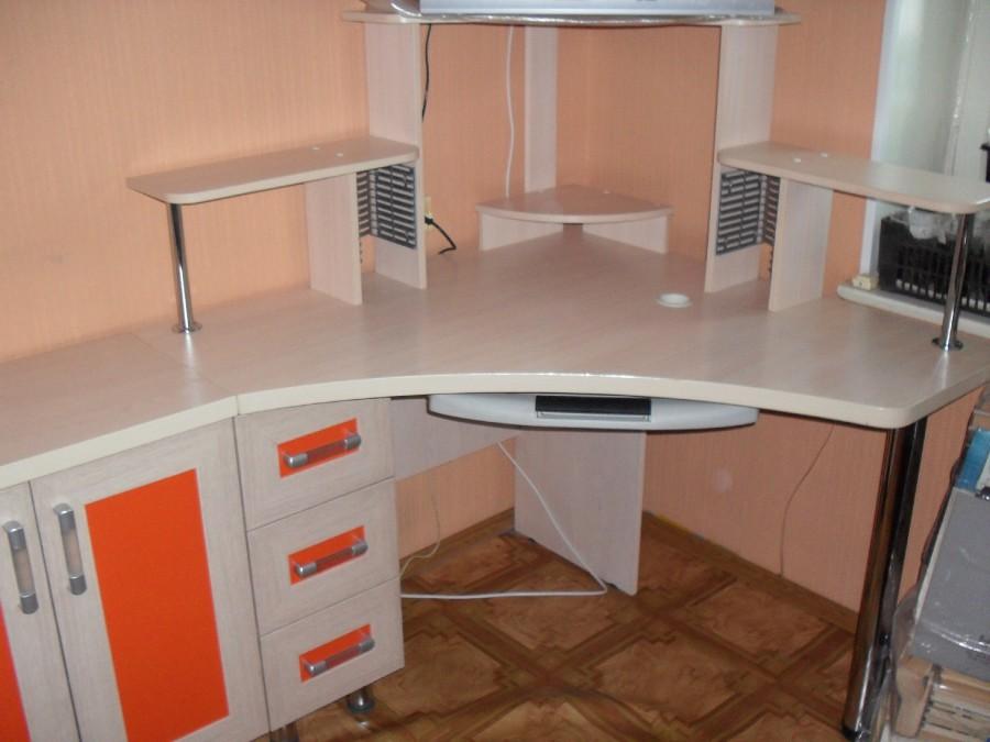 Дизайнерский угловой компьютерный стол - Чебоксары.