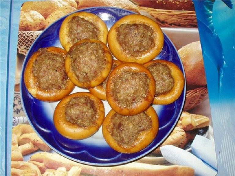 Фаршированные сушки с фаршем на сковороде рецепт
