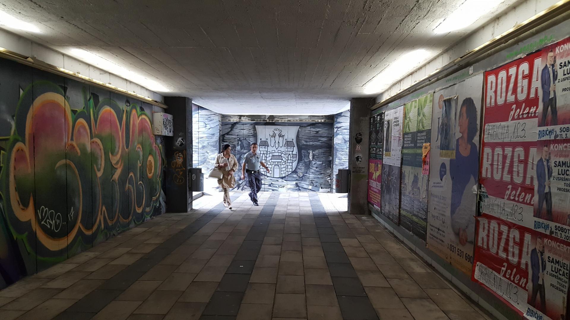 Фото: май 2017 года. Надеюсь, сейчас этот подземный переход заменили на обычный.