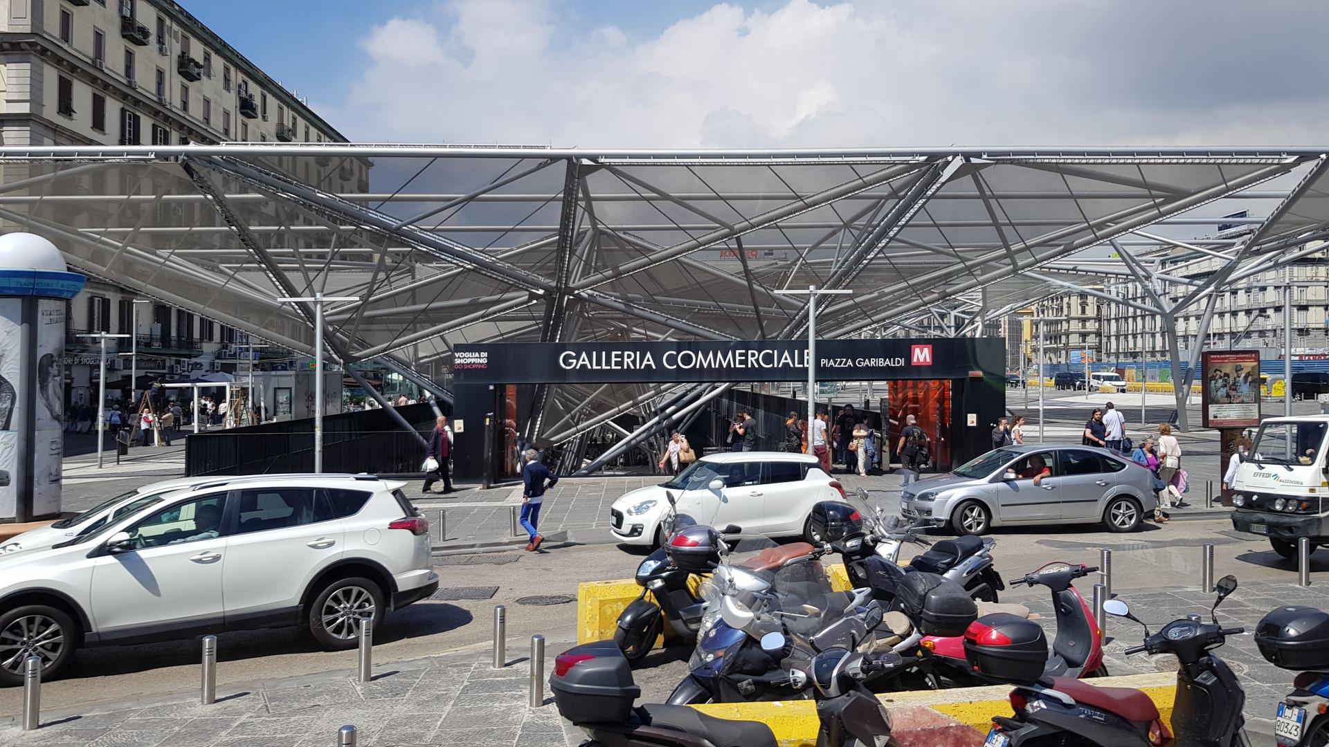 Вокзал Гарибальди - центр токсичного Неаполя