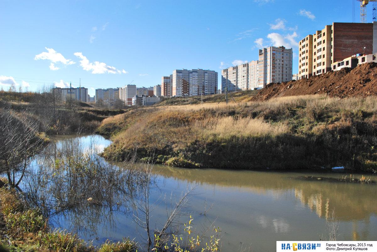 Кукшум местами очень широкая река (фото 2013 года)