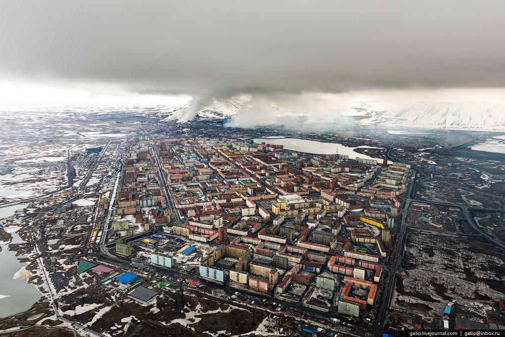 Вся жилая часть Норильска с высоты. Фото взято отсюда