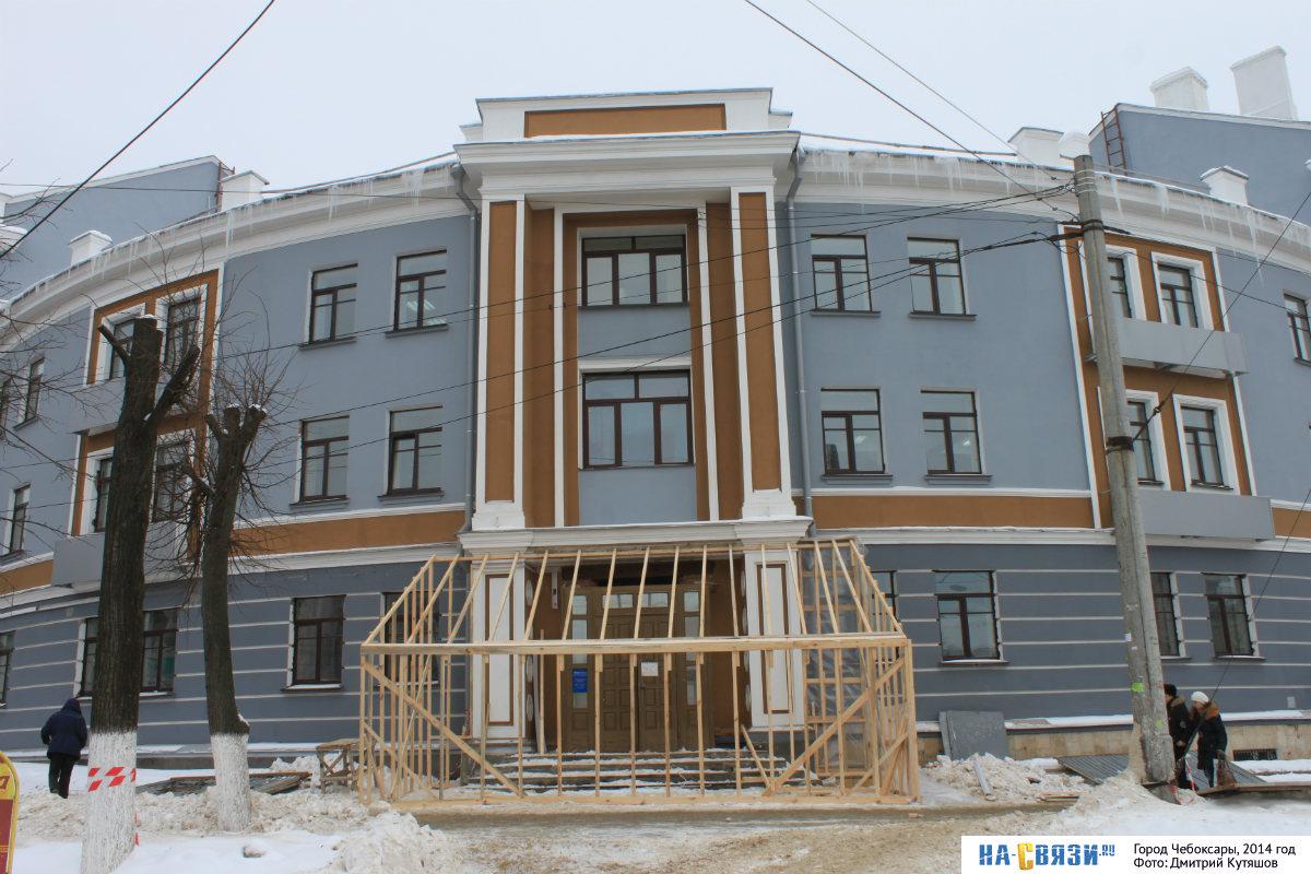 Перестройка входа из-за смены арендатора здания, 2014 год