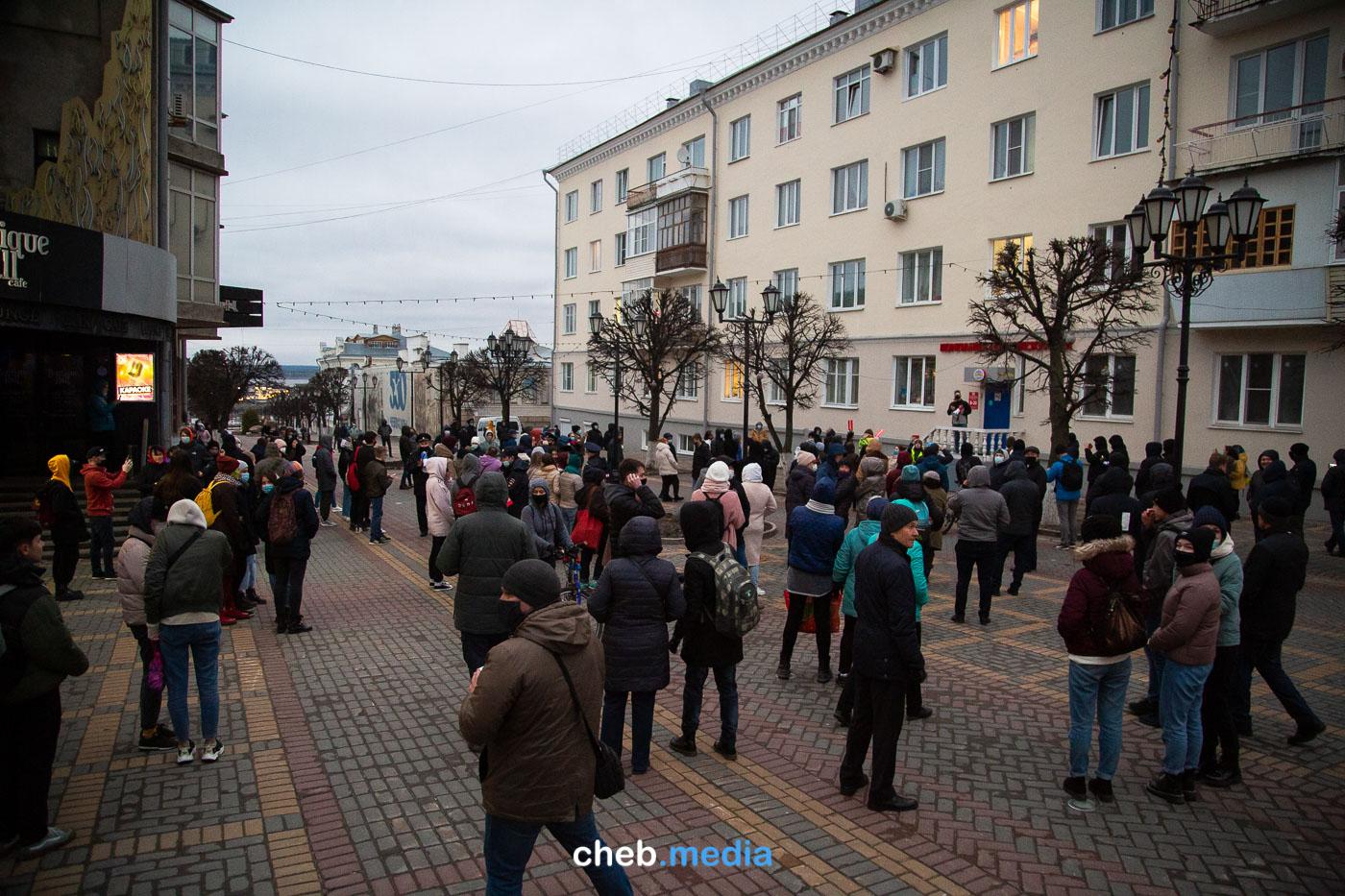Люди на бульваре Купца Ефремова