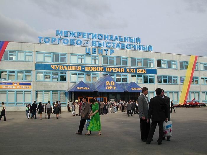Новый выставочный центр напротив Электро-механического колледжа, 2000 год