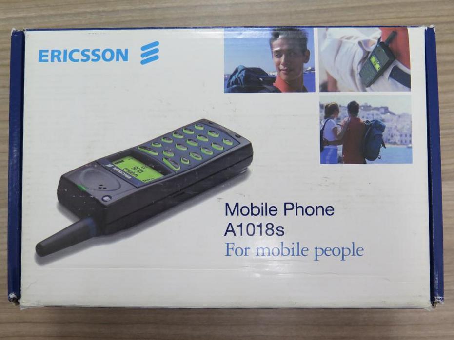 Ericsson A1018 для многих стал первым мобильным телефоном. Он весил 163 грамма.