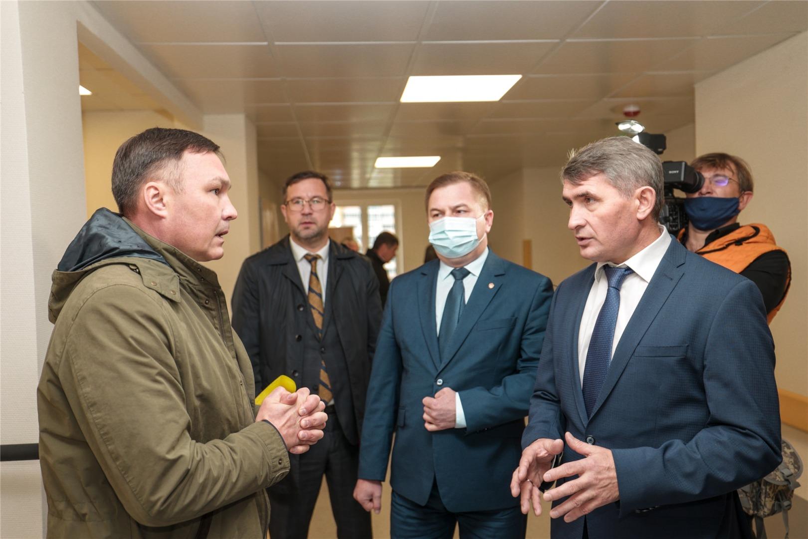 Олег Николаев объяснил, почему его часто видят на людях без маски - Новости