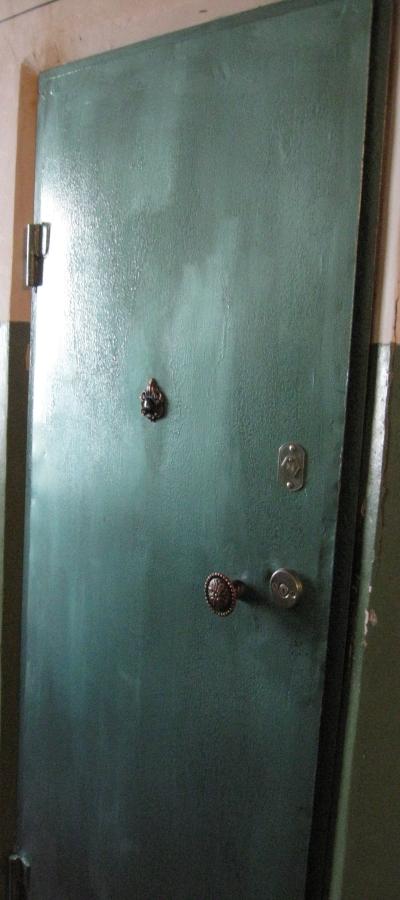 поставить стальную входную дверь в щербинке