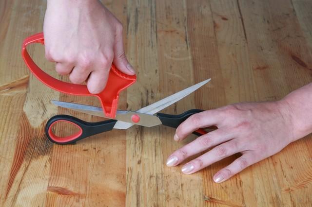 Как заточить ножницы своими руками видео
