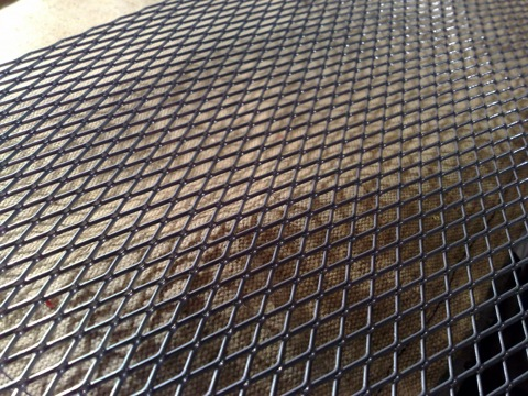 Декоративная сетка на решетку радиатора своими руками