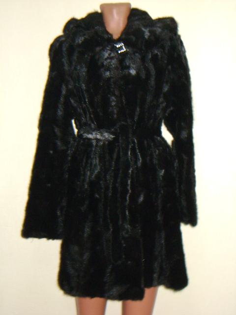 Норковая шуба из кусочков,трапеция с поясом и капюшоном.Была куплена зимой 2012г. в отличном состоянии размер