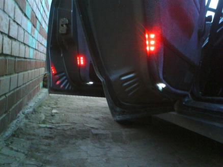 Установка габаритных светодиодов в обивку двери ВАЗ 2110.