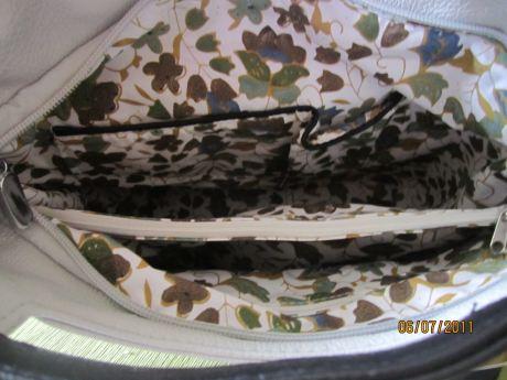 сумка фирмы Амели,светло-серого цвета,2 отделения внутри,есть отделение.