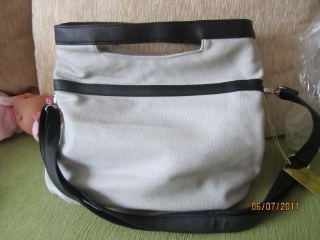 сумка фирмы Амели,светло-серого цвета,2 отделения внутри,есть отделение...